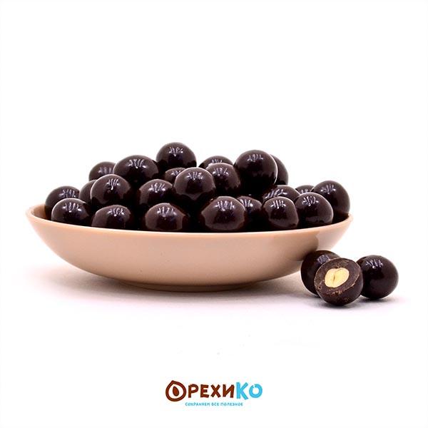 Фундук в темной шоколадной глазури